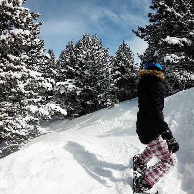 ❤️ powder days!!! #noworkingonpowderdays #snow #snowboarding #snowboard #day2 #andorra #eltarter #grandvalira
