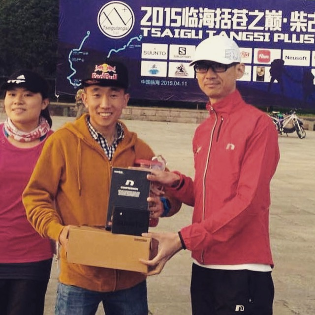 Yan Longfei receives another set of prizes from Asia Trail Master sponsor Newline Sports at TT Plus.