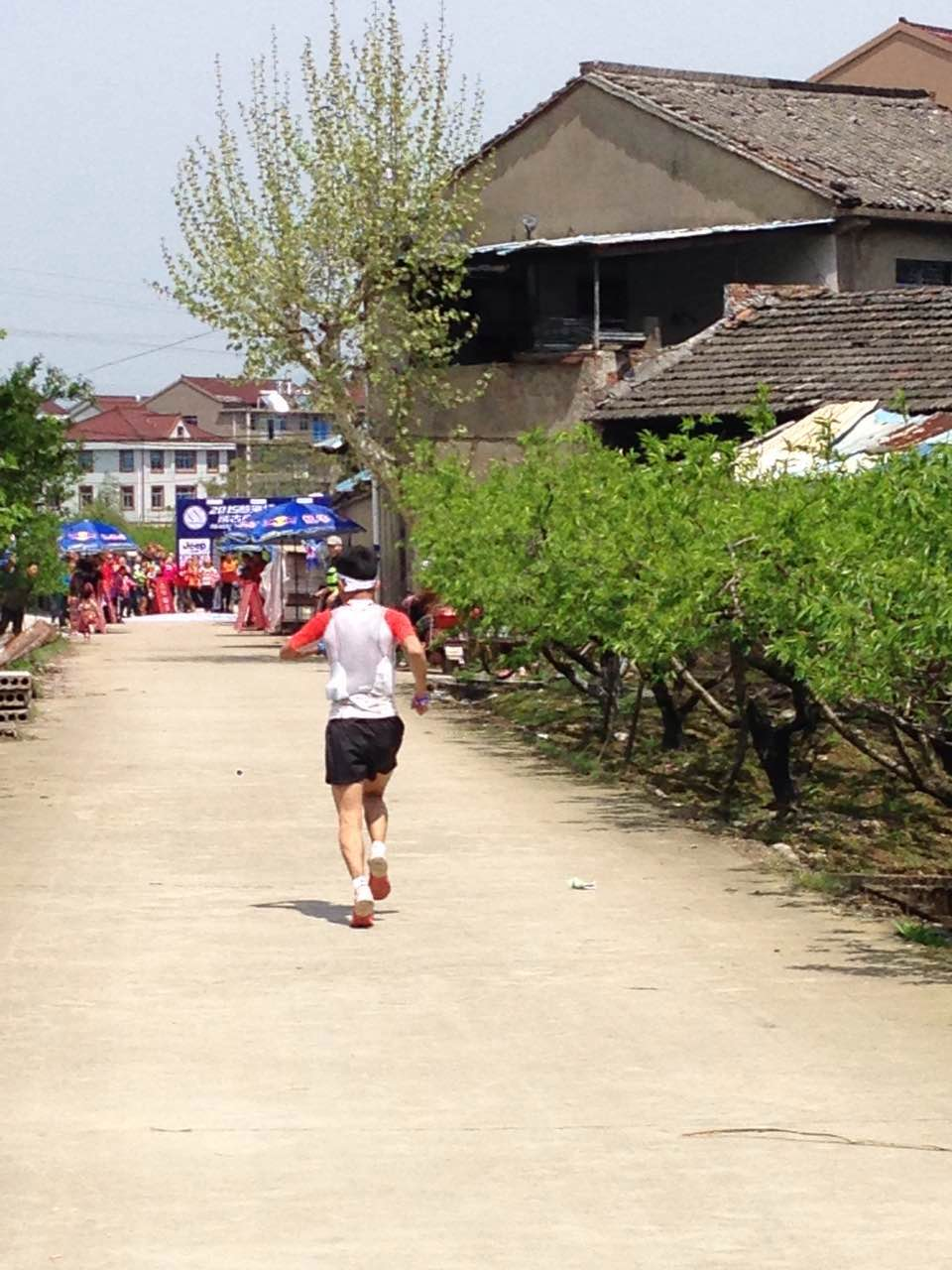 Yan Longfei running towards the finish to win the 2015 edition of TT Plus