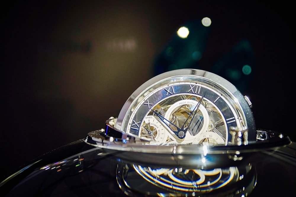 Detail of the Thomas Mercer marine chronometer by Czech glass artist  Jan Frydrych Ⓒ  Crystal Caviar