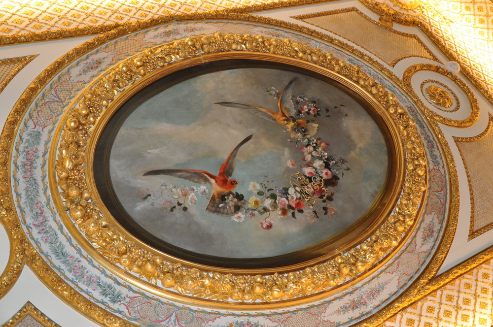 Narcisse-Virgile Diaz de la Peña Ceiling medallion in the Duchess' bedroom with budgerigars holding a garland of flowers with the initials «C» and «A» © Grand Palais Domaine de Chantilly