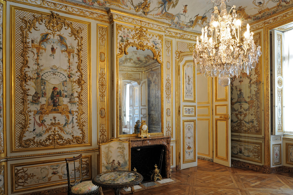 The Grande Singerie  - This boudoir displaying mural paintings in Chinoiserie style - very much in fashion in the 18th century, was entirely decorated in the 1730s by Christophe Huet. The murals depict monkeys performing funny human gestures, ridiculing men and their foibles. © Grand Palais Domaine de Chantilly