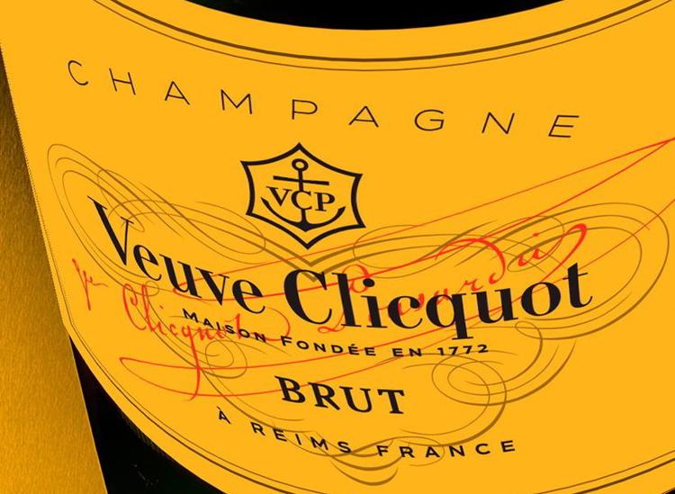 Veuve Clicquot Champagne (Pantone 137C)