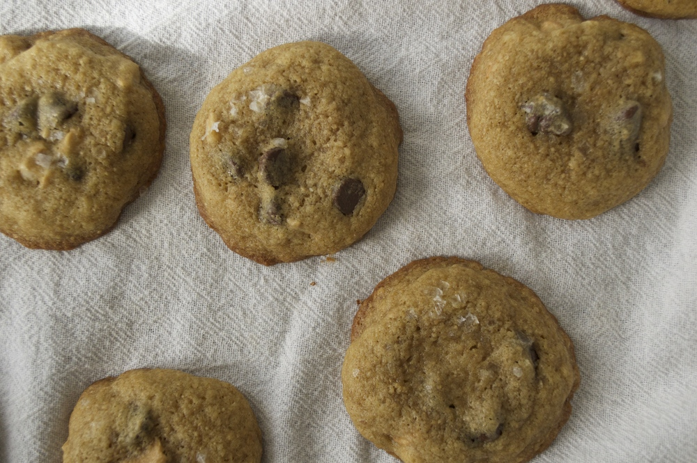 salted-chocolate-chip-cashew-cookies-cloth.jpg