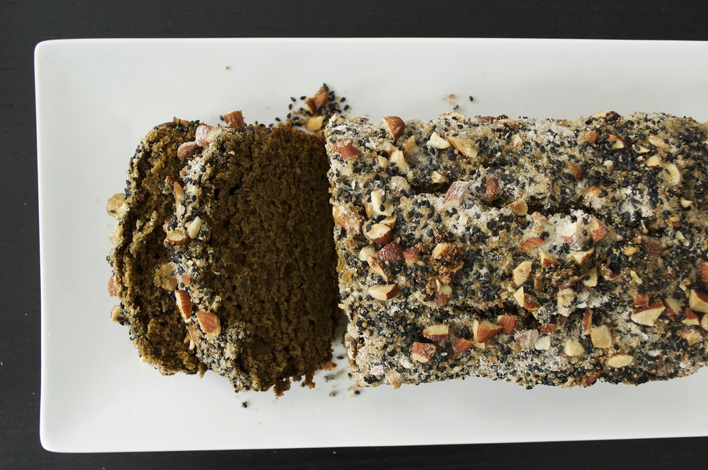 matcha-banana-bread-black-sesame-almond-crumble-overhead-sliced-molasses-and-mayhem.jpg
