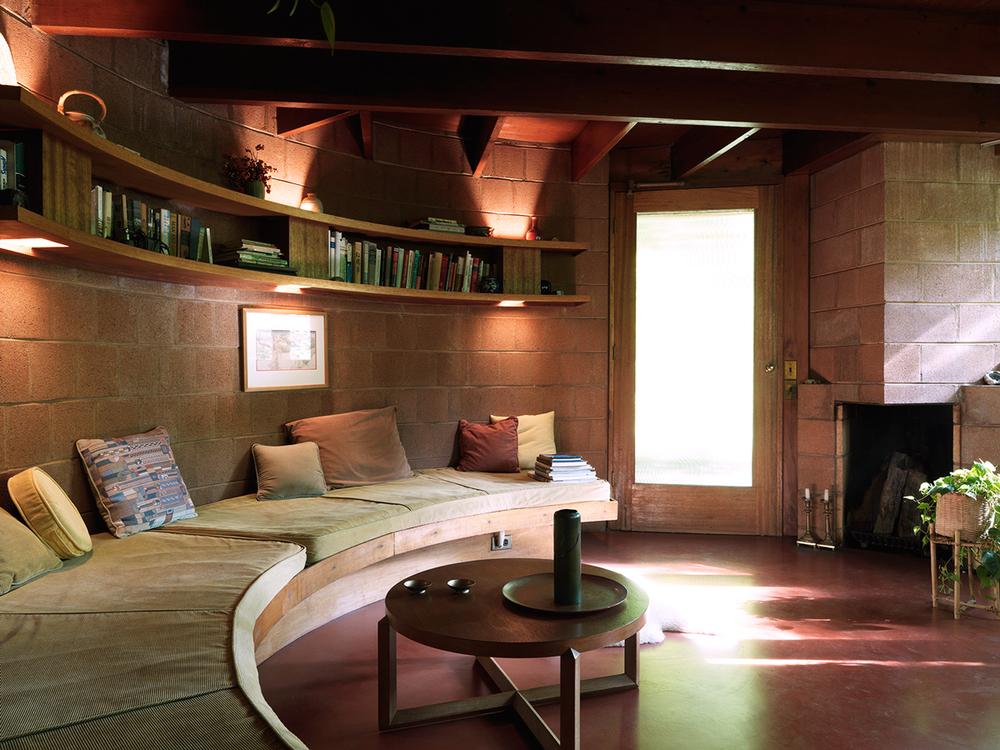 Fig. 2 > Interior of Pepinsky Guest House © Tom Hogan