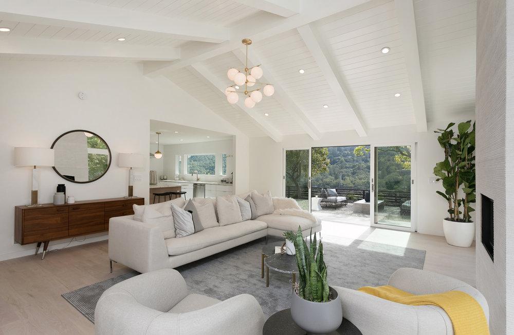 Living Room daytime 2.jpg
