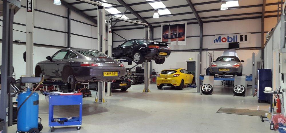 Porsche_Servicing