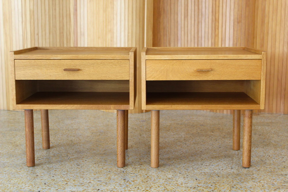 Pair of Hans Wegner oak bedside drawers - Ry Mobler