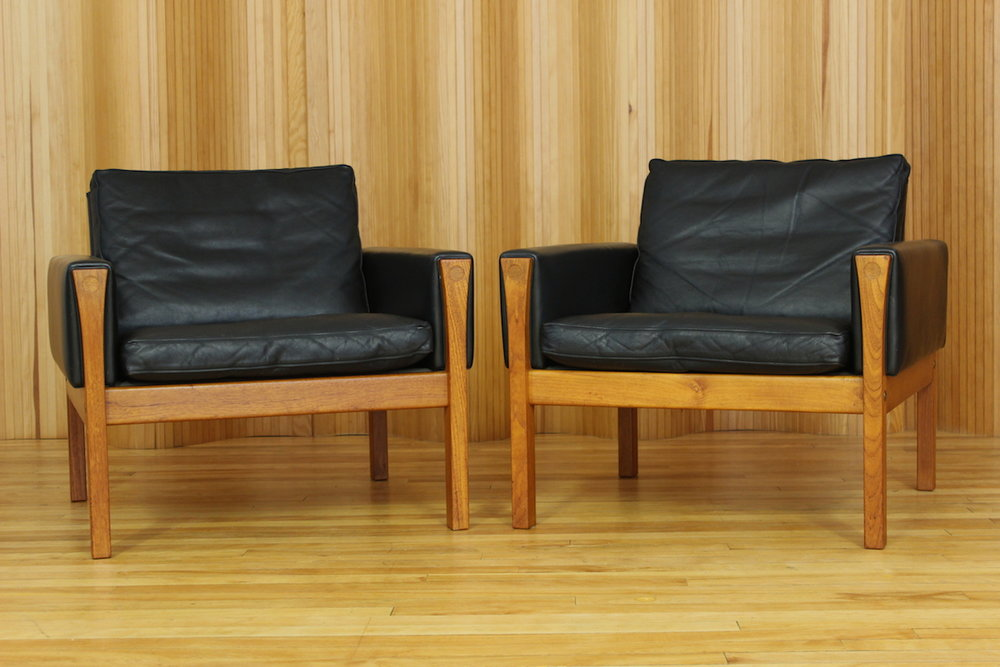 Pair of Hans Wenger AP62 lounge chairs AP Stolen Denmark