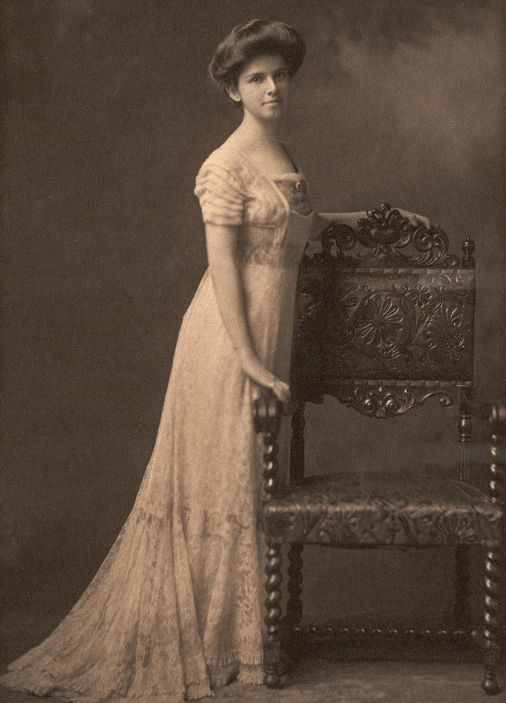 Alice LaForge Mead as a debutante, 1899