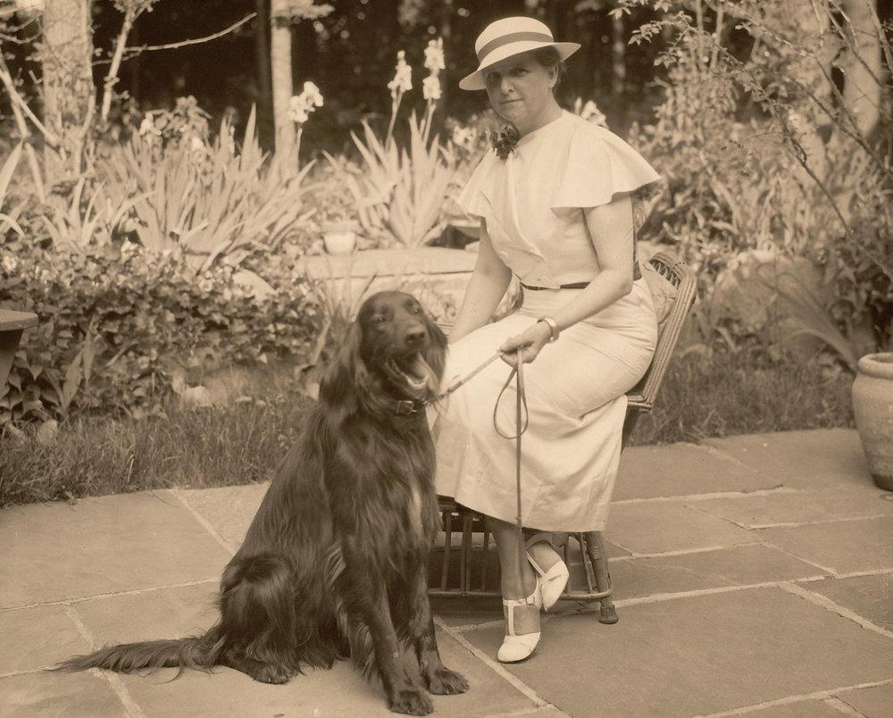 Alice Neergaard with one of her Irish setters