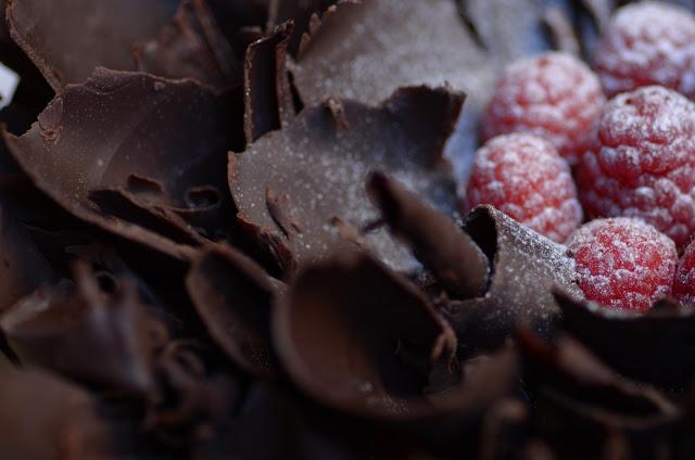 chocolate_raspberry_cake_1.jpg