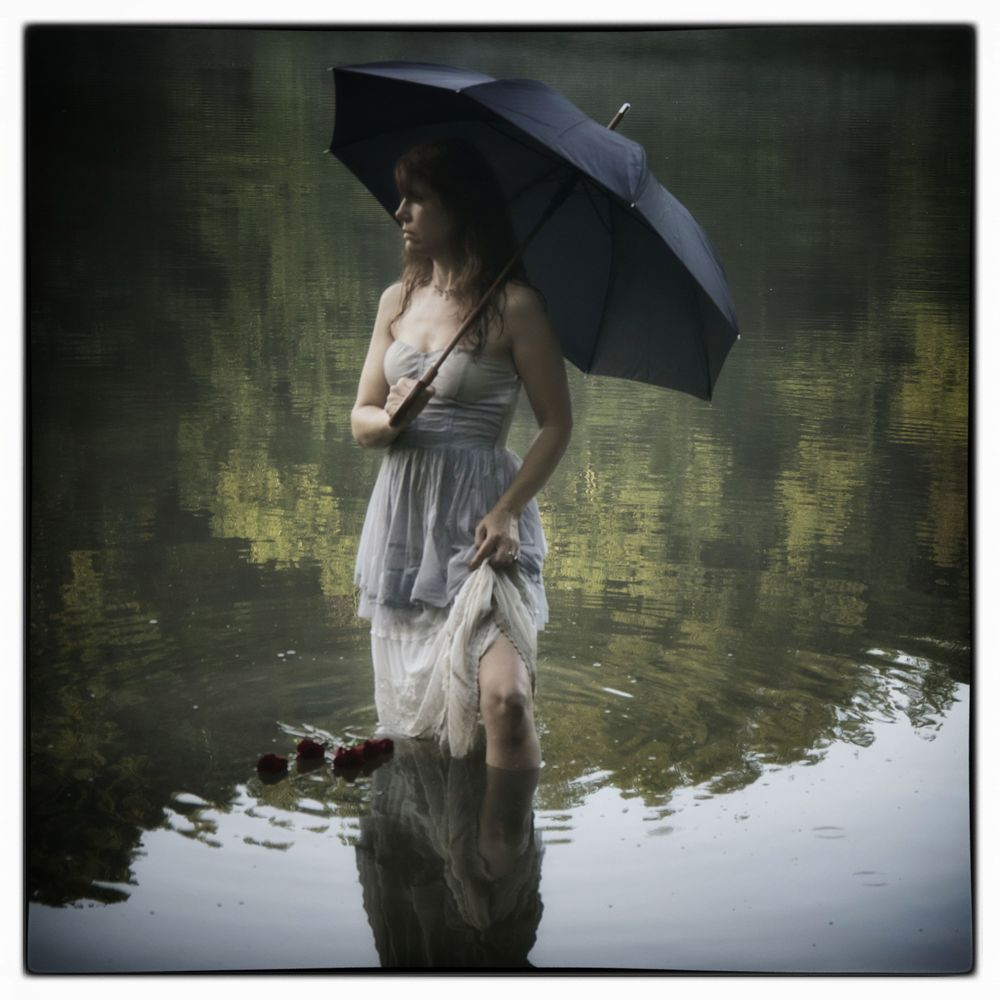 Lady with Black Umbrella IV