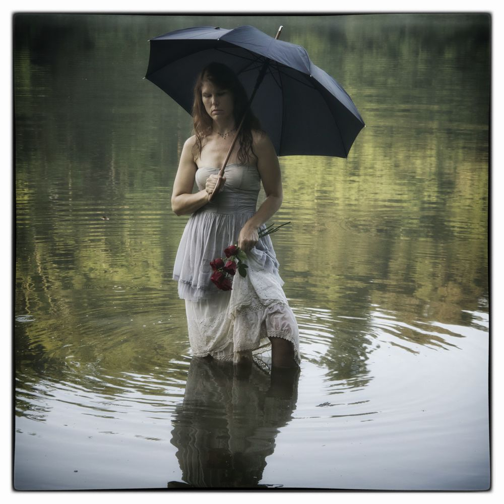 Lady with Black Umbrella II