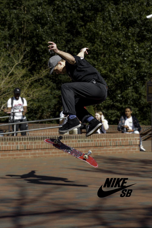 Skateboarder Nike SB.jpg
