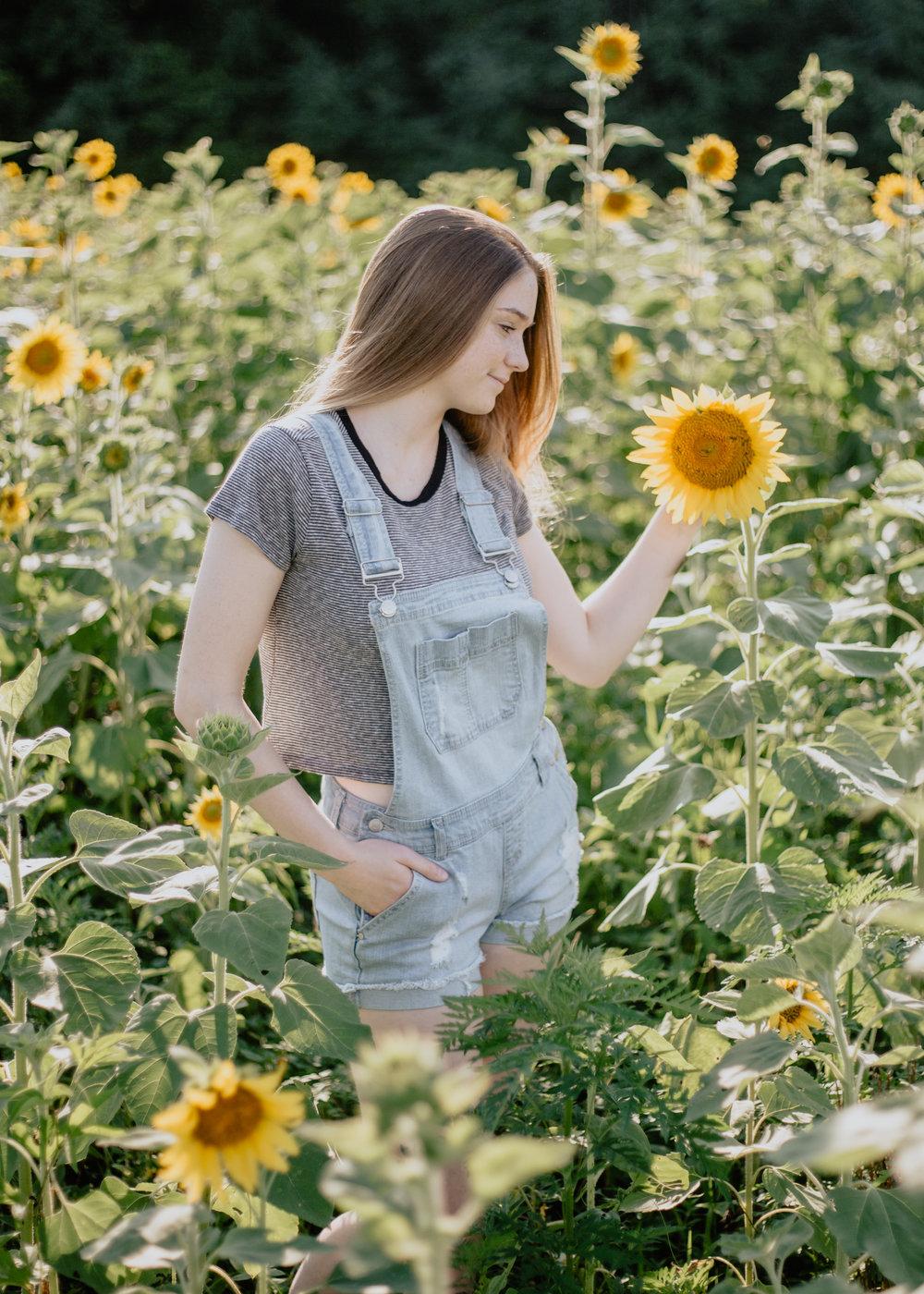 Haleigh Sunflowers (2 of 6).jpg