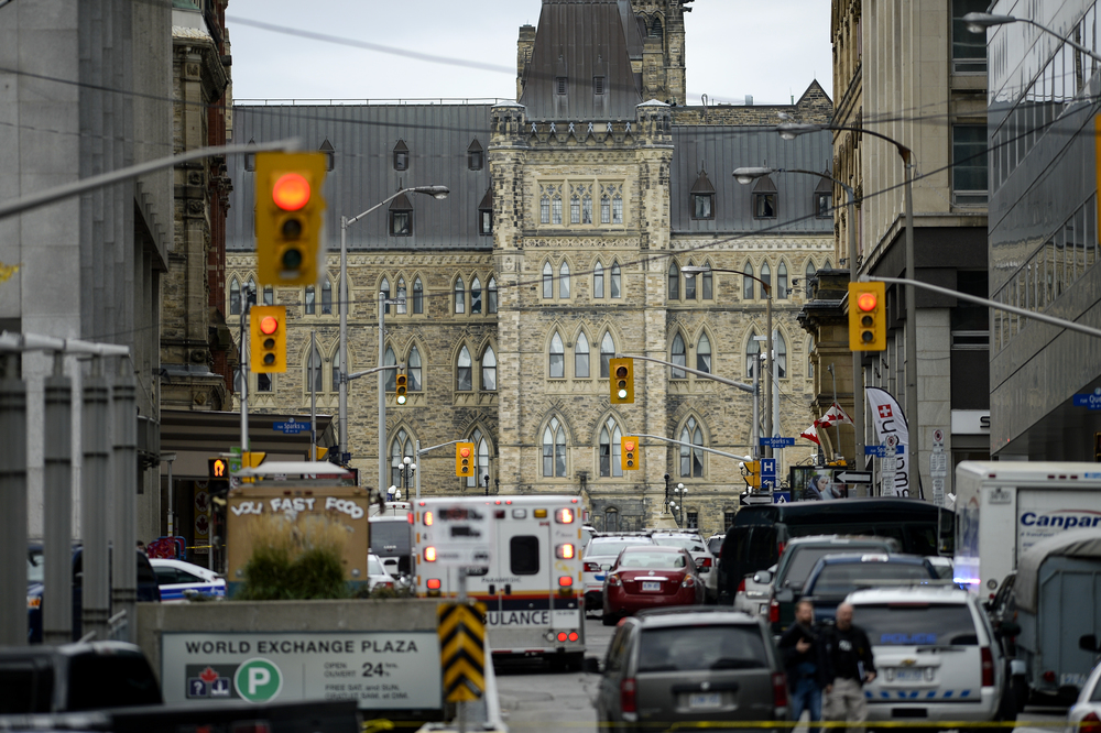 OTTAWA, Ont. (22/10/14) - Civilian and emergency vehicles block Metcalfe St at Parliament Hill in Ottawa, Ont., on Wednesday Oct. 22, 2014 after a soldier was shot at the National War Memorial and shots were fired inside Centre Block. Photo by Andrew Lahodynskyj