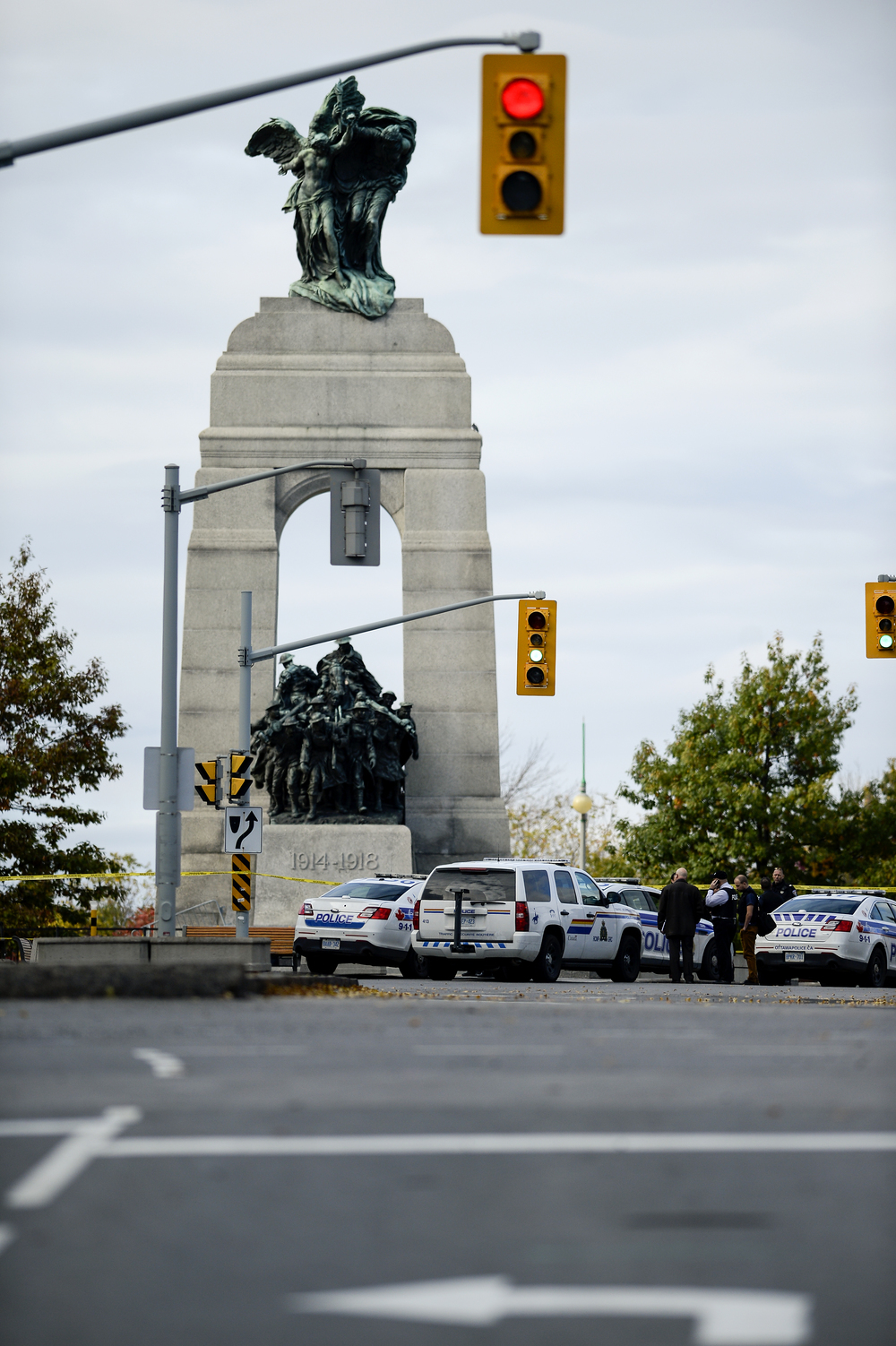 OTTAWA, Ont. (22/10/14) - Police and RCMP cars block the National War Memorial after an early morning shooting that has left two people dead include a member of the Canadian Armed Forces in Ottawa, Ont., on Tuesday Oct. 22, 2014. A gunman had opened fire on a solider standing at the National War Memorial around 9:50am then proceeded to storm the Parliament building where lots of gunfire was heard. Photo by Andrew Lahodynskyj