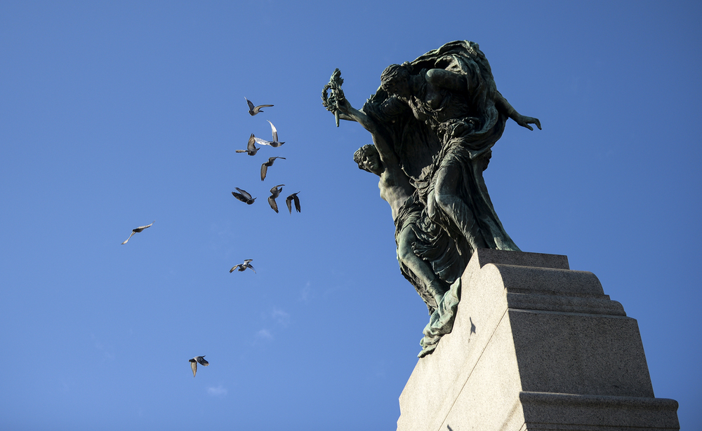 OTTAWA, Ont. (11/11/14) - Birds take off from the top of the National War Memorial after two fighter jets passed over the Remembrance Day ceremony in Ottawa on Tuesda Nov. 11, 2014. Photo by Andrew Lahodynskyj/