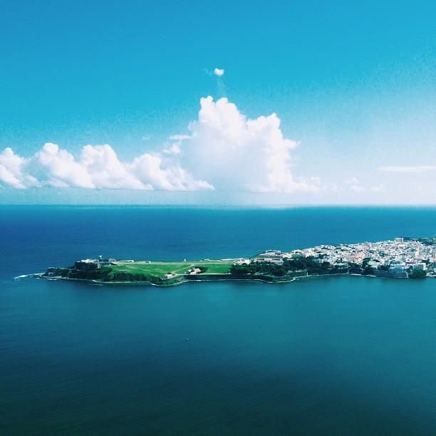 De lejos todo se ve bien… #tropicaleo #vjs #oldsanjuan #puertorico #sanjuan