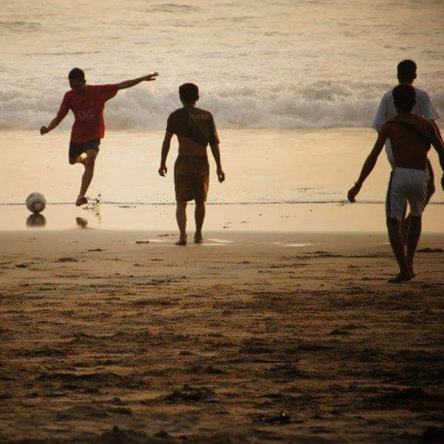 I missed #tbt so figured I'd jump onto #fbf. Still one of my favorite pictures ever.  #beachsoccer under a #sunset in #bali. Can it get any better than that? #soccermom #soccer #football #fooseball #indonesia #nofilter #travel #TravelerLife #travelblogger #fun #weekend #futbol #kicktheball #outdoors