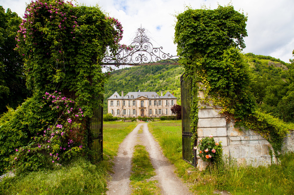 Louis XIV Decor and Spring Roses: Inside the Restoration of an 18th-Century French Château