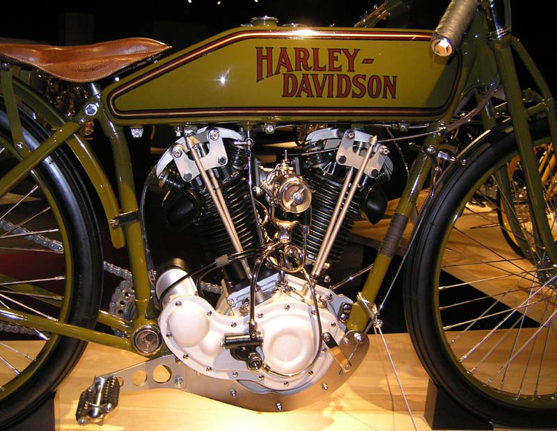 1923 – Indirect action, Two Cam, 8V Board Track Racer
