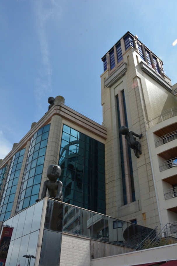 "E 3°7'45"" / N 51°19'00""  //  BLANKENBERGE (BE) : modernistic lighthouse of the casino"