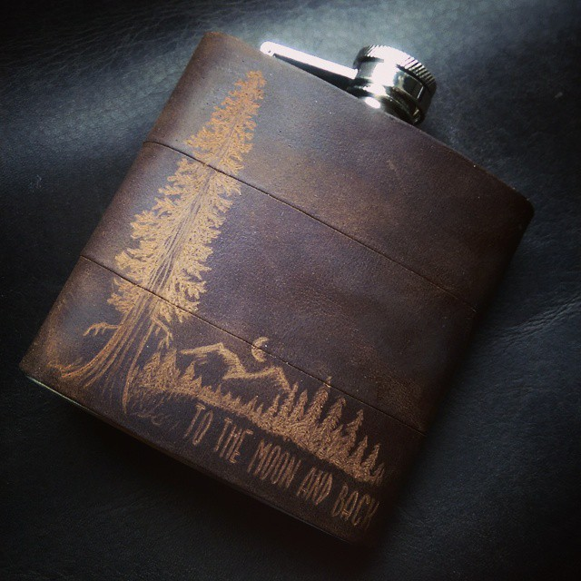 I think I'm going to start offering this nightime version of the #mountainman flask permanently - featuring darker leather and a moonlit scene. Thoughts?