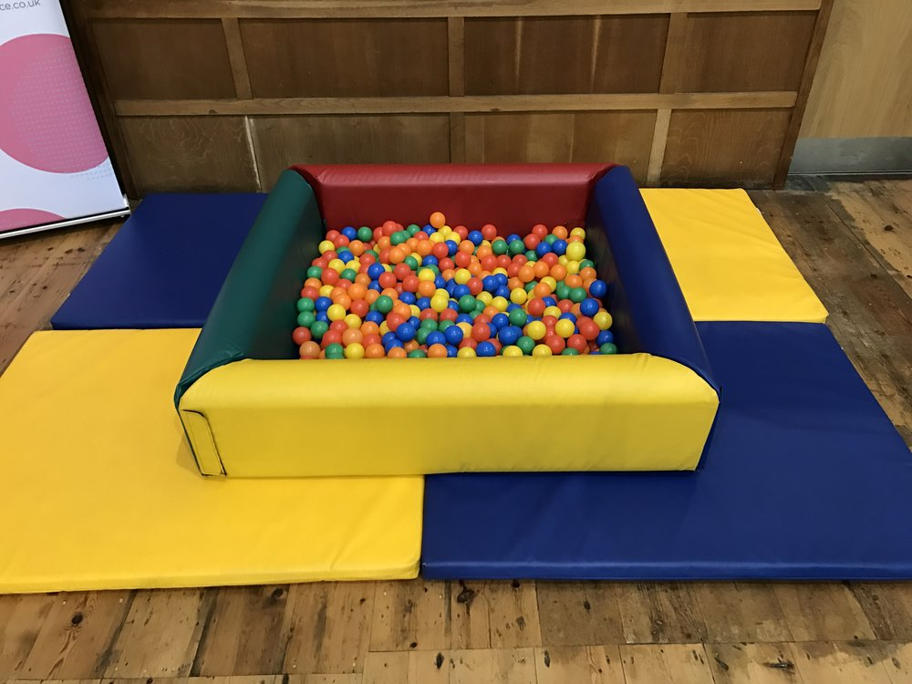 Ball pool with 4 thick foam mats ~ £30