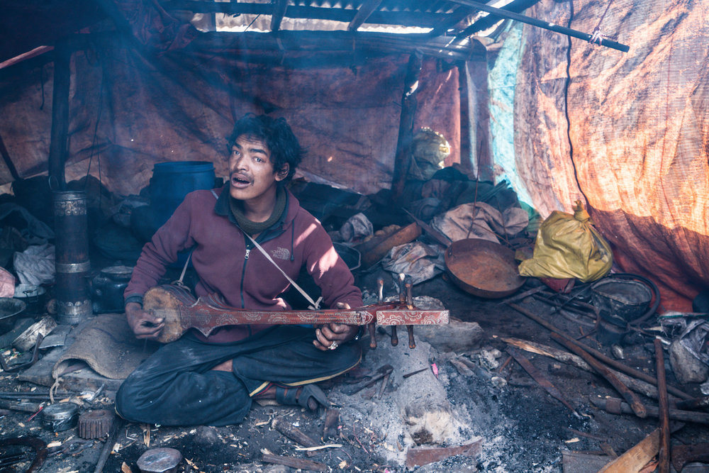 blacksmith-nepal-guitar-music