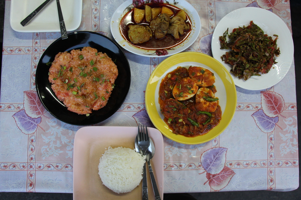 Clockwise from left to right: Shan Rice, Indian Style Chicken Curry, Tamarind Leaf Salad, Duck Egg Curry, Steamed Rice.