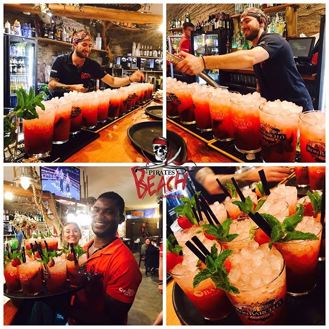 Strawberry Mojitos all round!! #magaluf #piratesbeachbar #mallorca #mojito #strawberrymojito #cocktails
