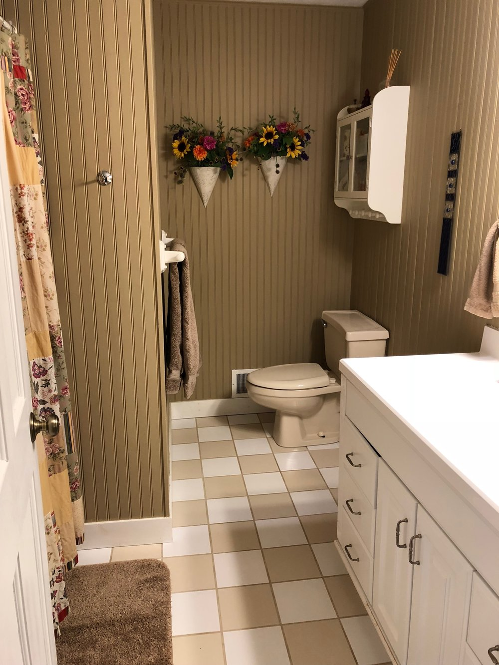 2nd Floor Full Bath.JPG