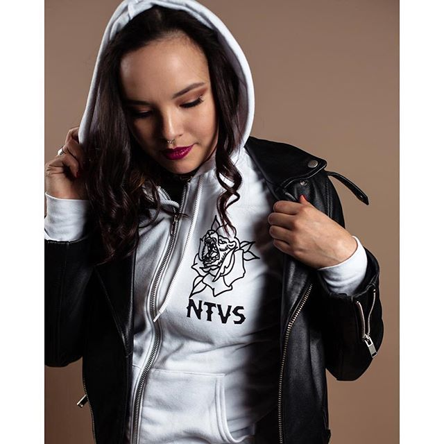 📸 @bcpyt ・・・ #tbt modelling for @ntvsclothing 📷 @_gilphoto 💄 @ashleypaintsfaces . . . . . . . . .  #vancity #natives #ntvs #nativemodel #nativemade #teamntvs #nativeamericanheritagemonth #yvr #mua #photoshoot #hoodie #leatherjacket #badass 💣🖤 #tattooist #design by @beto_redfeather #tattodesign #nativeartists #bear #rose