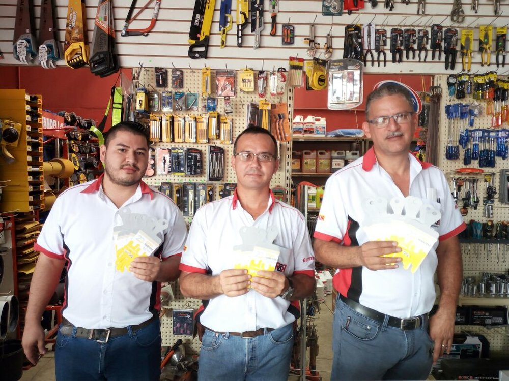 Roy Abarca (derecha), Propietario de Ferretería RYR Florencia de San Carlos, ya cuenta con entradas para Expoferretera 2018