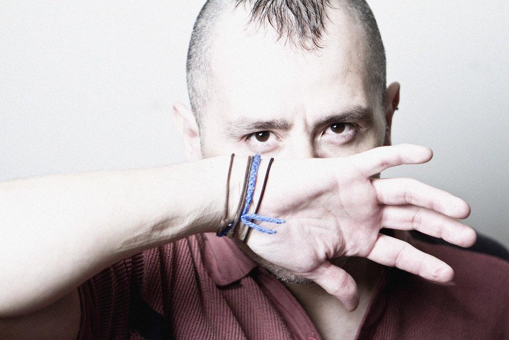 Efrén Sánchez. Movement Artist. Actor. Word- fear (costume  valentinpeter.de  )