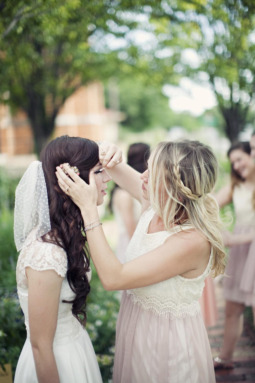 Bride Fixing Make Up | thegreatgoodness.com