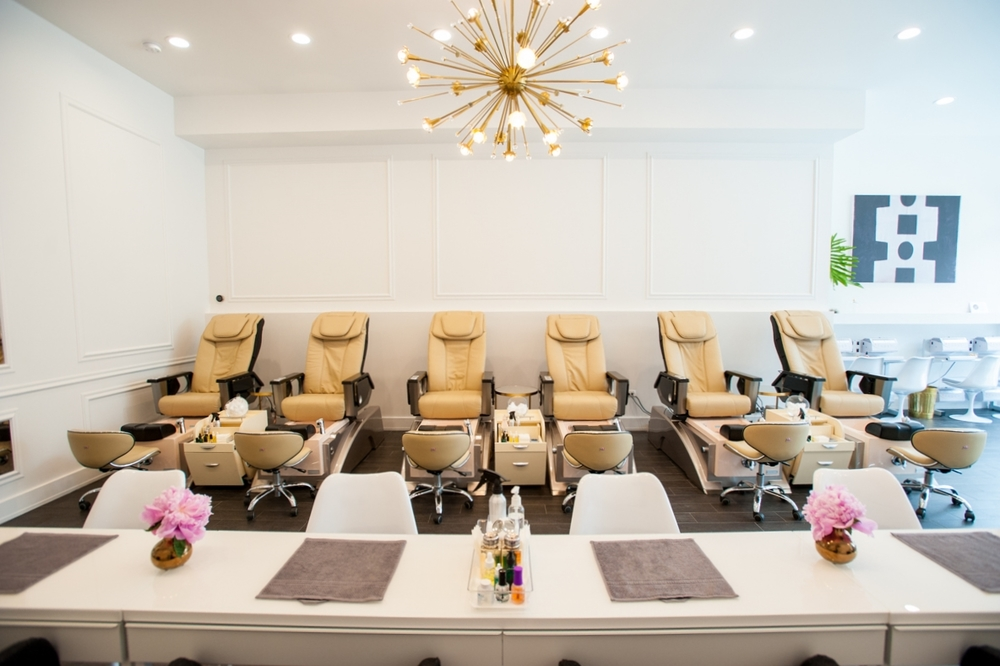 Zazazoo nail salon for Photo salon
