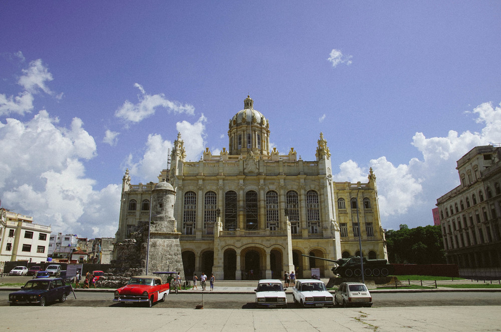 Museu de la Revolucion standing in all its grandeur, formerly Batista's presidential palace. The irony.
