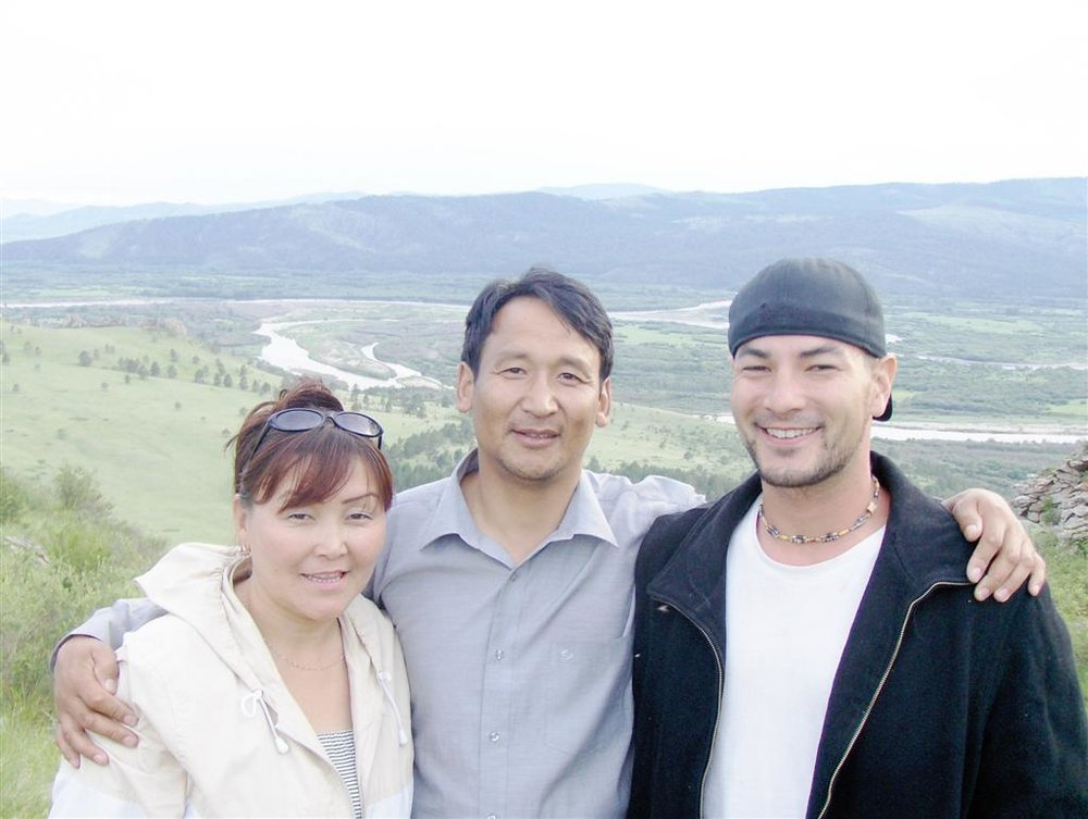 Jason with host family in Sukhbaatar city in Selenge aimag, Mongolia, 2009