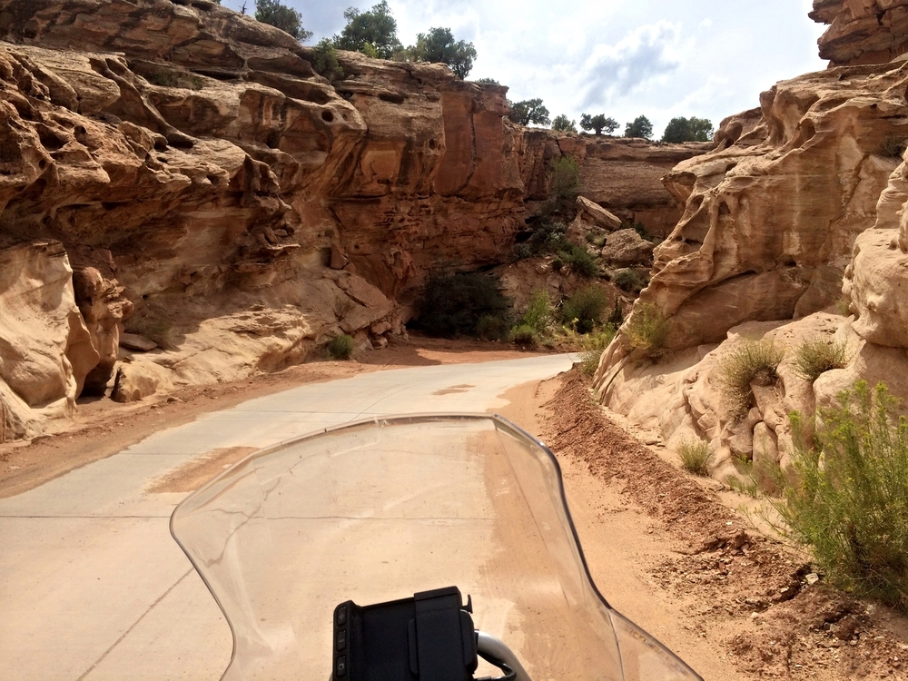 Capitol Reef Scenic Drive - canyon narrows