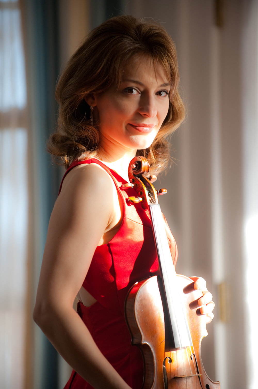"Muresanu plays The Four Seasons by Piazzolla - Grieg ""Holberg"" SuiteElgar Serenade for StringsPiazzolla ""The four season of Buenos Aires""Jun Kim, ConductorIrina Muresanu, Violin"