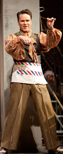 The Barber... snip, snip (Photo: Florida Grand Opera)
