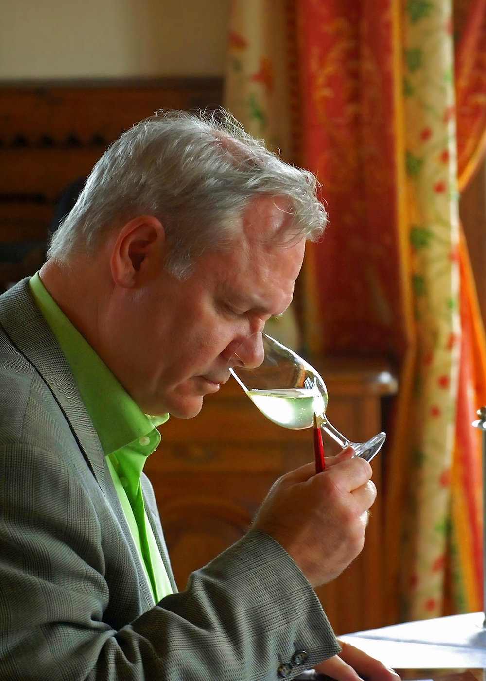 There is more to tasting wine than putting your nose in the glass!