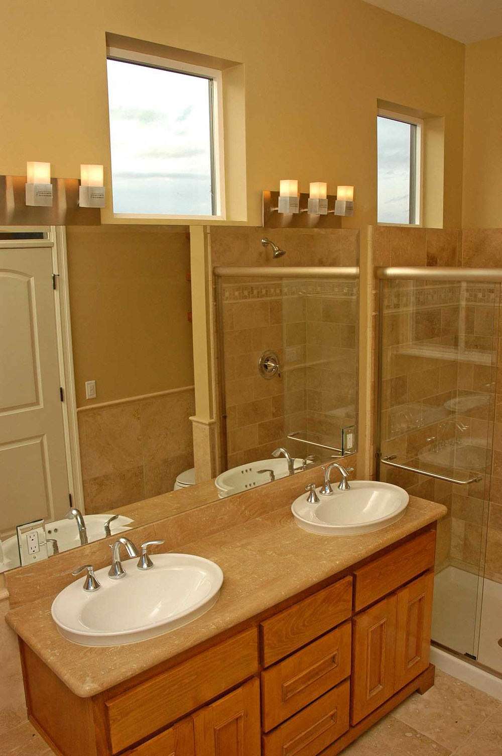 high-end-condominium-bathroom-design