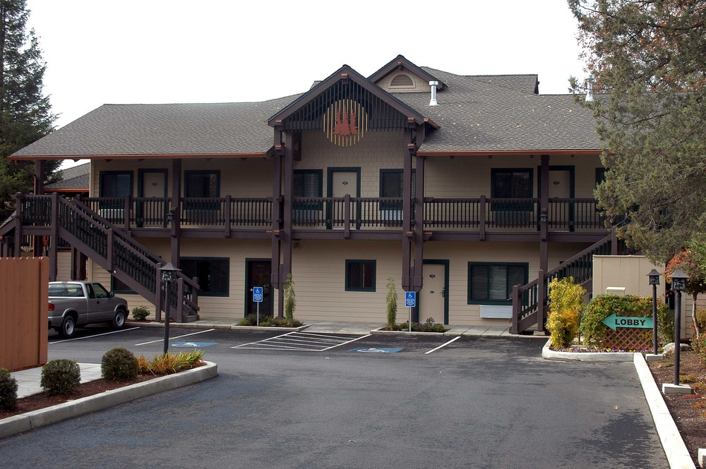 Redwood Motel, New Building B Grants Pass, Oregon Heiland Hoff, Project Architect