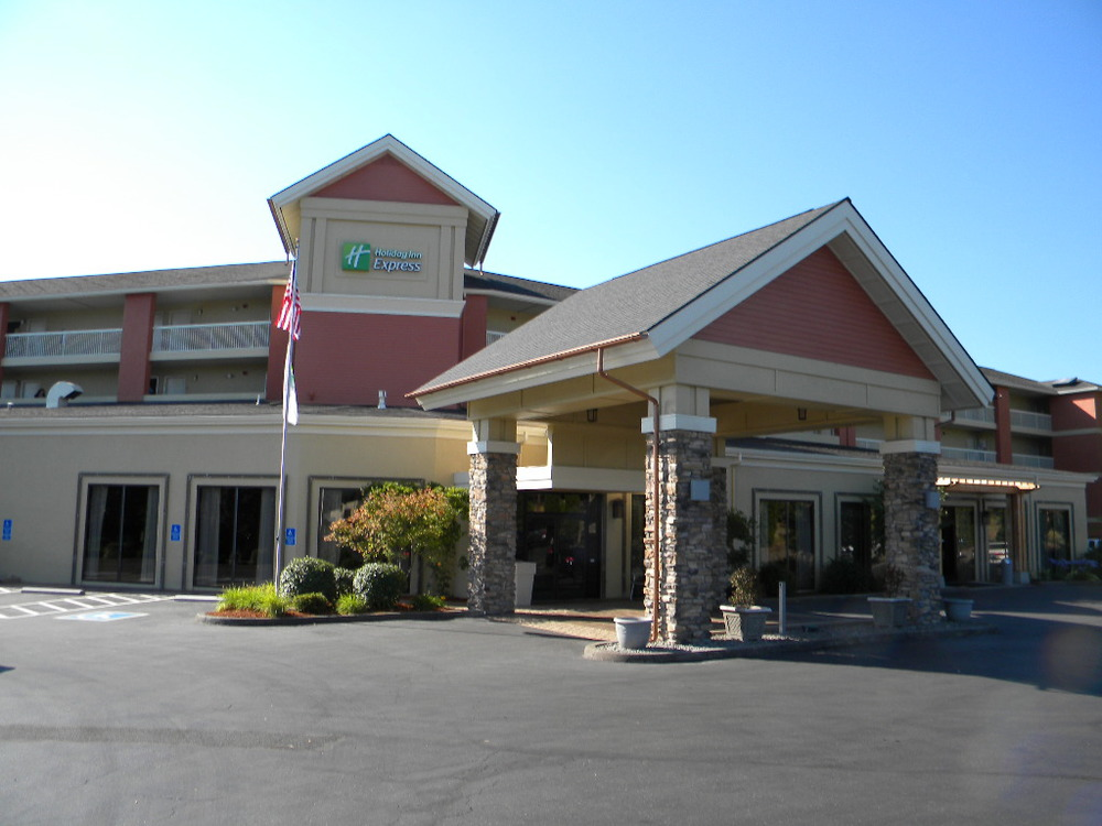 Holiday Inn Exterior Remodel Roseburg, Oregon Heiland Hoff, Project Architect