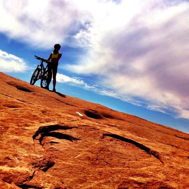 #moab #mountainbiking #slickrock #travel #mybestshot #cloudporn #adventure #colorful #utah (at slick rock moab)